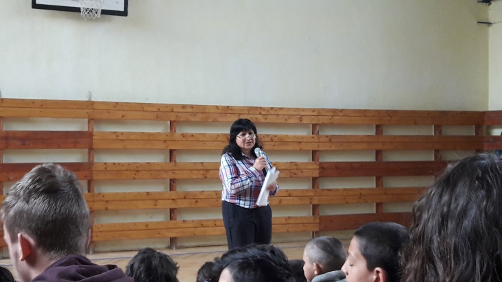 The school's founder and headmistress, Ana Koptova, talks with the students about Roma Day and their heritage.